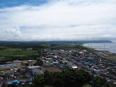車なので市街地からも近い立象山展望台へやってきました どうも晴れているのはせたな市街地の上空だけっぽく 太田山の方は雲で覆われています 奥尻島はギリギリ見えていました