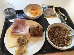 ホテルの朝食はビュッフェ なぜかシリアル気分w