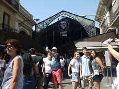 """次は""""サン・ジュセップ市場(ボケリア市場)""""(Mercat de Sant Josep)"""