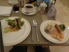 上海旅行3日目。今日から2日間はいよいよ待ちに待った上海ディズニー!!  バッチリ早起きし朝食ビュッフェへ。朝6時からオープンしていたので助かりました。