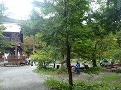4日目 横尾山荘~上高地~伊香保温泉  深夜、強い風と雨が降ったらしいですが今朝は小康状態。山荘を7時過ぎに出発した頃には雨も風も止んでいました。雨上がりの緑はキレイで森林浴しながら徳沢に到着。