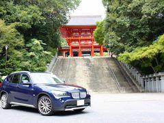 さて、湖北は天気が不安なので、まずは近江神宮へ。 こんなところで写真が撮れるとは思いませんでしたが、 ささっと撮ってすぐ移動させました。  とはいえ楼門の前、駐車場なんですよ!