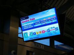 エアトレイン乗り場でジャマイカ行きの電車を待ちます。ダウンタウンには地下鉄Aラインの方でも行けるけど、ホテルのホームページの案内が地下鉄Eラインのワールドトレードセンター下車になっていたのでジャマイカに向かって行きます。地下鉄Eラインはワールドトレードセンターが終着駅。