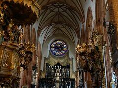 ストックホルム大聖堂の内部へ。
