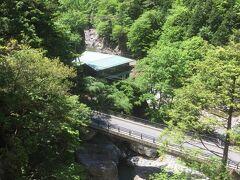 みたらい渓谷の休憩所のひとつです。