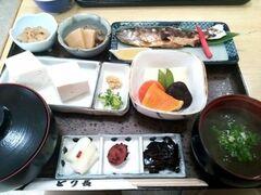 洞川温泉は鮎の塩焼きが食べられる店がたくさんあります。  今回はとり長食堂でお昼をいただきました。0747-64-0081