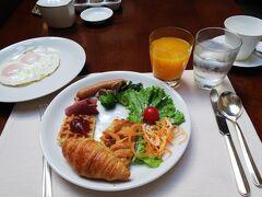 次の日は朝ごはんを食べに品川駅直結のストリングスホテルへ。オレンジジュースが生搾りで♡エッグステーションもあったので目玉焼きをオーダー(*^^*)