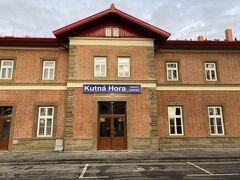 Kutoná Hora Hlavní Nádraží クトナー・ホラ フラヴィニーナードラジー クトナー・ホラ本駅に到着です。  普通列車(Os)に乗り換えて,クトナー・ホラ セドレツへ向かいます。