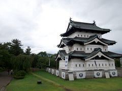 ふぅふぅ。 広いよ場内。1kmくらい歩いた。  あれ、弘前城ってこんなんだっけ?? なんだかジオング*みたいよ?!  *ガンダムに出てくる足のないモビルスーツ