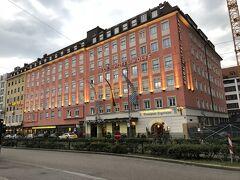 バス停の向かい。エデンホテルウォルフ。 1日私1人で泊まるには最適なホテル。便利。ビジネスホテルって感じ。バスタブあり。エアコンはダイキンだった。