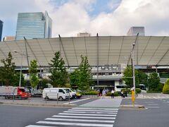 やってきましたは東京駅。 丸の内側はオシャレで、八重洲側は面白みがなかったのも過去。 今はオシャンな外観に変わっちゃいました。  なんか、YOU、変わっちゃったよね。 クラスの真面目っこ女子が同窓会で再会したらあか抜けていた、みたいな。