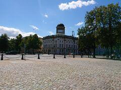宮殿と道を挟んで、横丁にある、 こちらのベルクグリュン美術館(Berggruen Museum)と シャルフ ゲルステンベルク コレクション(Collection Scharf-Gerstenberg)  です。