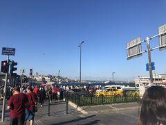 いよいよ港の方に来ました  Eminonu広場