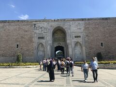 こちらがトプカプ宮殿への入り口ですね!