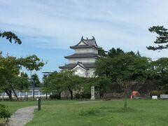 新発田城。日本100名城の一つです。 現在残っているのは「櫓」と「正門」です。 天守閣は残っていません。 また、現在敷地の約80%が自衛隊の敷地で入れません。 写真「櫓」も入れません。