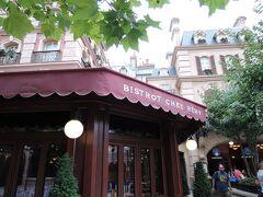 レミーのレストラン「ビストロ シェフ レミー」。人気店で、要予約です。現地でも直接予約できますが、翌日以降しか予約できません。