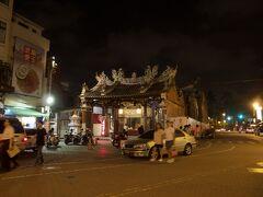 お寺が見えてきた。  祀典武廟、ですよね?