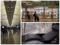 5:20  香港国際空港着。 トランジットは2時間40分。 朝早すぎてショップも開店待ち。61番ゲート近くに寝れるイスを発見し、搭乗時間まで仮眠zz。
