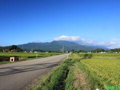 【磐梯山】 九州横断の時は九重連山を撮り損ねたので、今回は山なみを撮っておきます。右奥の雲が掛かっているあたりが磐梯山だと思います。