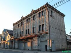 【白木屋漆器店】 1914年築、見た目は石造ですが実は木造です。ルネッサンス様式がすばらっ!他にも古そうな建物が沢山ありました。