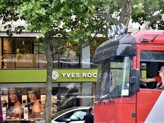 ブランド品は要らないけど、ナチュラル・コスメの『イヴ・ロシェ』でお土産にリップクリームやエコバッグを購入。