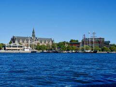 目的地は、前日大行列で見合わせたヴァーサ号博物館。 右側のマストっぽいものが生えている建物です。 敢えて帆船風の外観にしているのだそう。