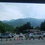 平湯バスターミナル  山間部にこれだけ大きな施設があるとは驚き。 ここでバスを乗り換える。