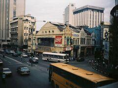 翌朝は朝早くにKKに出発する同宿の日本人旅行者を見送り、7時30分にチャイナタウンにある宿をチェックアウト。8時30分のバスに乗ってマラッカへ。チケット代6.5RMはボルネオ島のバス代に比べて無茶安い。バス代に限らずマレーシアの中でボルネオ島は物価が高い