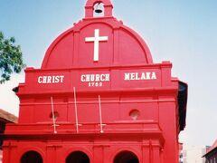 マラッカの街歩きの中心となるオランダ広場へ。ガイドブックや絵葉書などで紹介される赤いれんが色のマラッカ・キリスト教会が何とも印象的
