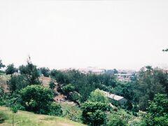 ポー・サン・テン寺院近くの丘はブキッ・チナ(中国人の丘)と呼ばれる場所で東南アジア最大で最古の墓地があるところ。当時はここを取り壊して再開発する計画があってマレー系と中国系で論争になっていると、歩き方に書かれていた。どうやら再開発とはならず、今ではモニュメントになっている