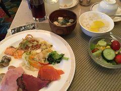いつものビュッフェで朝食。