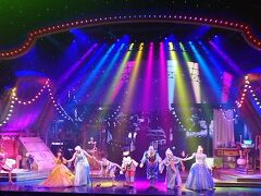 ミッキー アンド ザ マジシャン(Mickey and the Magician) 約20分のショーでした。