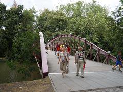 また1時間半かけてブルージュに戻ってきました。バスを愛の湖公園の入口で降りてブルージュの観光をします。