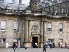 「ホリドールハウス宮殿」 スコットランド女王「メアリースチュワート」の居城だった所。   エリザベス女王も滞在される宮殿です。