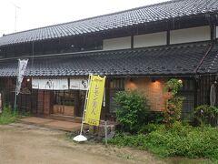 向かいにあるのは、和洋菓子のお店《月の丘》。