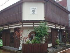 次は《新潟飲物PremiumTASTE 香(KAORI)》に来ました。  素敵な外観の建物です。