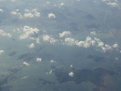 瀬戸大橋 右手前は本島。