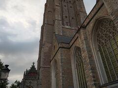 聖母教会の塔は122mもあるそうです。