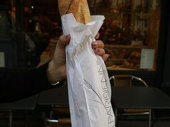 LA PARISIENNE Saint Germainでバゲット購入