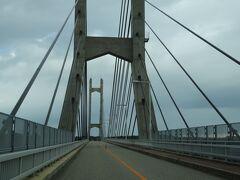 そんな能登島に、わくわくしながらツインブリッジを渡ると、  (橋の長さは620mもあるそうな)