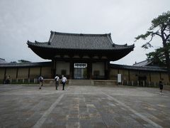 南大門から入ります。  法隆寺の駐輪場所はここ南大門の左側。 ここは指定なので気を付けてね~と言われてました。