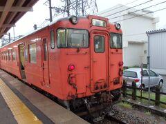 さあ、早朝の酒田駅より新潟県へいざ出発。 早朝の始発列車といっても、上り普通列車の話(酒田0700発)。 上り特急始発は0528発、下り普通始発もそのくらいの時間です。
