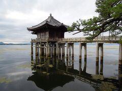 浮御堂(満月寺)  室町時代に選定されたという近江八景のひとつ「堅田の落雁」として 松尾芭蕉をはじめ、多くの俳人に愛されてきた情景です