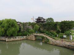 3日目、最初は、水郷都市・蘇州を代表する「盤門」の散策 手前の橋から撮りました。