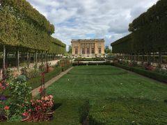 ☆マリーアントワネットの離宮☆  ルイ15世が愛人の発案で建築した館。ルイ16世即位後にマリーアントワネットに  贈呈。  され、マリーアントワネットのお気に入り別邸となった場所。
