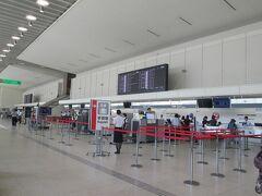伊丹に着いたのが午前10時少し前。JALのチェックインカウンターは、そんなに混んでいません。私は預ける手荷物がないので、そのまま保安検査場へ直行します。