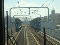 このあたり、約10年前に高架化された中央線の、特に三鷹-国分寺間と雰囲気がそっくり。  南田辺駅通過。 中央線の武蔵境駅がこんな感じ。