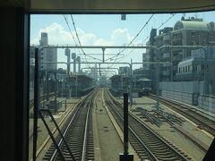 鶴ヶ丘駅通過。 ちょっと配線が違うけど、武蔵小金井駅みたい。 (武蔵小金井駅は、外側が本線、内側が側線です)