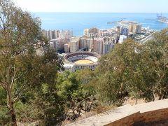 まずはヒブラルファロ城。 地中海を臨むいい景色です。 闘牛場も見えます。