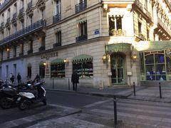 ☆Ladurée☆ラデュレ  パリ生まれの高級ベーカリー。さまざまな味のフレンチ マカロンを販売。  いろいろなマカロンがあります。  お店もかわいいし、昼間は混んでます。